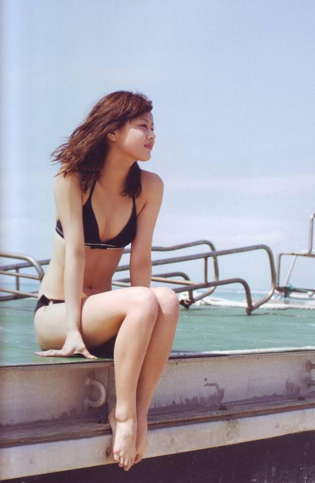risa-niigaki-hot-bikini-pic