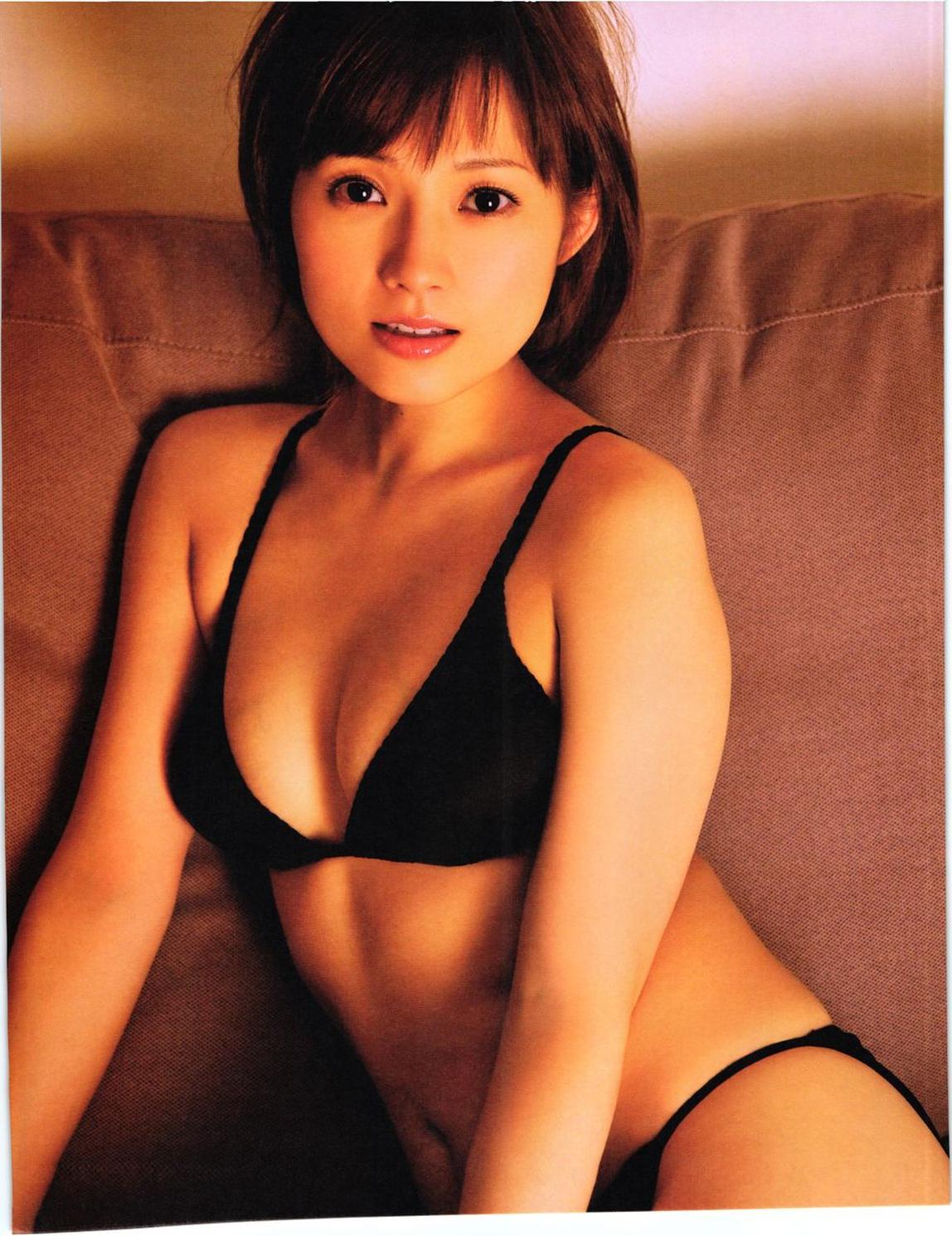 """Natsumi Abe En Lingerie Por Su Libro De Fotos En """"SUBWAY"""""""