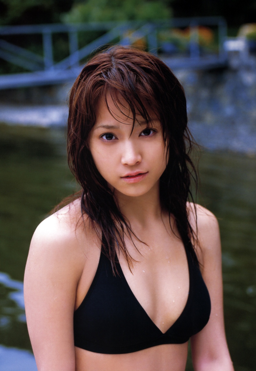 eri-kamei-hot bikini body