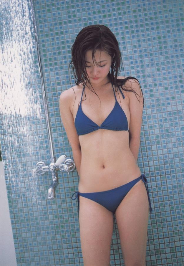 asian idol bikini hot risa niigaki