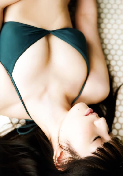 sayumi michishige mille feuille photo book green bikini