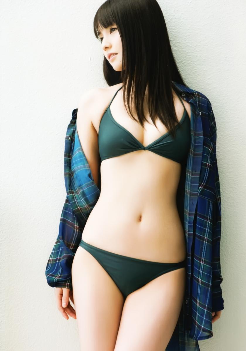 sayumi-michishige-mille feuille green bikini pic hot
